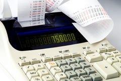 Calculatrice avec le reçu très long Images libres de droits
