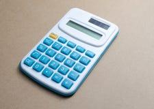 Calculatrice avec les boutons bleus Photos libres de droits