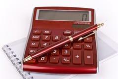 Calculatrice, cahier et crayon lecteur Images libres de droits
