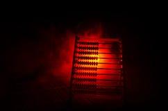 Calculatrice chinoise avec les perles colorées sur le fond orange d'obscurité de fumée du feu Photo de concept des affaires, enfa Images libres de droits