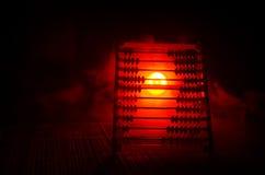 Calculatrice chinoise avec les perles colorées sur le fond orange d'obscurité de fumée du feu Photo de concept des affaires, enfa Images stock