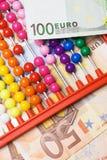 Calculatrice d'abaque et argent européen Photographie stock