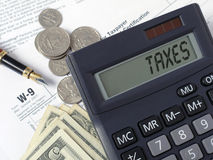 Calculatrice d'impôts Images libres de droits