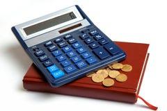 Calculatrice d'un penny se trouvant sur la protection Photo libre de droits