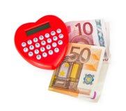 Calculatrice en forme de coeur rouge avec d'euro billets de banque Photos libres de droits