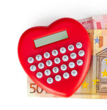 Calculatrice en forme de coeur rouge avec d'euro billets de banque Photos stock