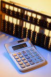 Calculatrice et abaque Photographie stock libre de droits