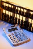 Calculatrice et abaque Photographie stock libre de droits