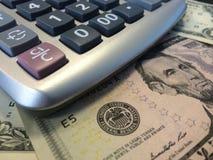 Calculatrice et argent liquide Image libre de droits