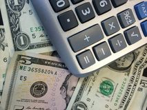 Calculatrice et argent liquide II image stock