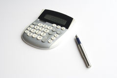 Calculatrice et crayon lecteur Photo stock