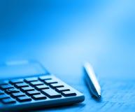 Calculatrice et crayon lecteur Images stock