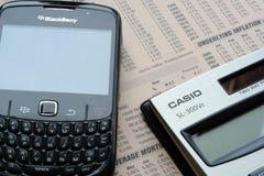 Calculatrice et téléphone portable Photographie stock