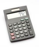 Calculatrice noire d'impôts d'isolement sur le blanc Image libre de droits