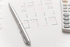 Calculatrice scientifique et crayon lecteur argenté élégant Images libres de droits