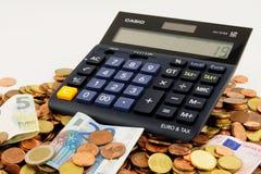 Calculatrice sur la pile des euros Photographie stock libre de droits