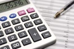 Calculatrice sur le bilan Photographie stock libre de droits