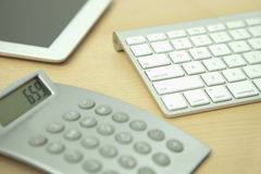 Calculatrice, Tablette de Digital et clavier d'ordinateur Photographie stock