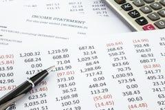 Calcule a declaração de rendimentos fotografia de stock royalty free