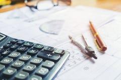 Calcule e blueprint em casa o escritório imagem de stock