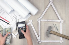 Calcule os custos de construção foto de stock royalty free