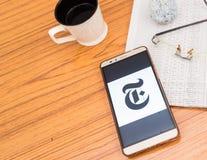 Calcutta, India, il 3 febbraio 2019: App di notizie di The New York Times visibile sullo schermo del telefono cellulare meravigli fotografie stock