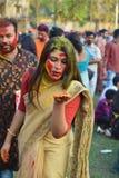 Calcutta, India - 18 marzo 2019; Gli studenti di Rabindra Bharati University celebra ?Basanta Utsav ?alla loro citt? universitari immagini stock libere da diritti