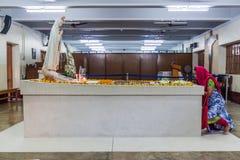 CALCUTTA, INDIA - 30 OTTOBRE 2016: Vista della tomba di Madre Teresa nella Camera delle madri in Calcutta, Indi fotografia stock libera da diritti