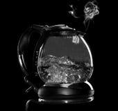 Caldaia con acqua ed il vapore di ebollizione isolati Fotografia Stock Libera da Diritti