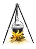 Caldaia nera per fuoco di accampamento sul treppiedi Fotografia Stock Libera da Diritti