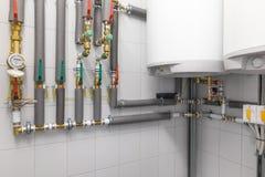 caldaia per il riscaldamento dell'acqua, rete di tubazioni Immagine Stock Libera da Diritti