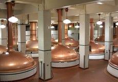 Caldaie della birra in fabbrica di birra immagine stock libera da diritti