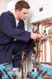 Caldeira de Servicing Central Heating do coordenador foto de stock royalty free