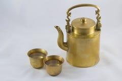 Caldera de cobre amarillo antigua Fotografía de archivo libre de regalías