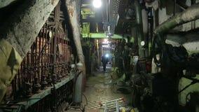 Caldera de gas de la reparación de los soldadores en una central térmico  almacen de metraje de vídeo