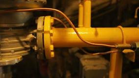 Caldera de gas de la reparación de los soldadores en una central térmico  almacen de video