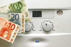 Caldera de la calefacción de la casa y dinero del euro Imagenes de archivo
