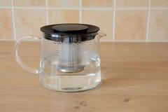 Caldera de té de cristal Imágenes de archivo libres de regalías