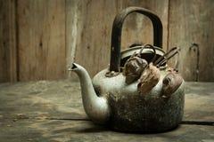 Caldera del vintage con loto secado Fotografía de archivo