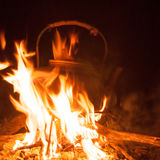 Caldera en el fuego Fotos de archivo