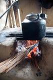 Caldera en el fuego que rabia Foto de archivo