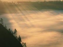 Caldera en la salida del sol, Indonesia de Tengger Imágenes de archivo libres de regalías