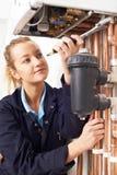 Caldera femenina de la calefacción de Working On Central del fontanero imagen de archivo libre de regalías