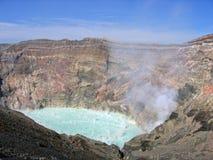 Caldera Japón de Aso del cráter del volcán foto de archivo