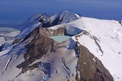 Caldera sjö i en aktiv vulkan royaltyfri fotografi