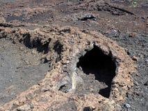 Caldera som flödar till och med lavan, toppig bergskedja Negra vulkan, Isabela Island, Galapagos, Ecuador arkivfoto