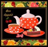Caldera, taza con té, torta, frutas y bayas Fotos de archivo