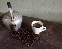 Caldera y café viejos Fotos de archivo