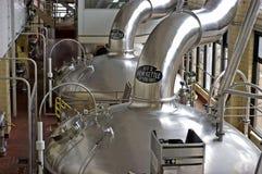 Calderas de la cerveza de la cervecería, opinión horizontal del paisaje Fotografía de archivo