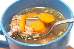 Caldo da carne e do vegetal na bacia Fotos de Stock Royalty Free